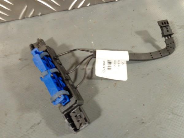 Mercedes W204 C-Klasse Kontaktträger Antennenverstärker R A2048270348